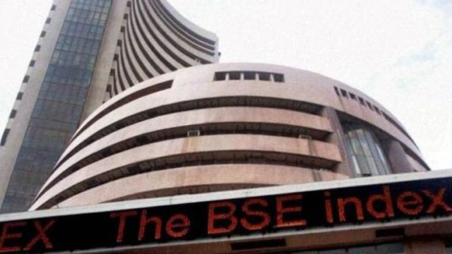 Thrusday market Live Updates, Nifty above 9,200; Bank& IT shares in gains